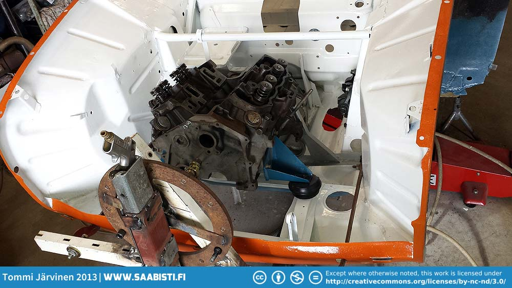 We fitted the engine block and gearbox combo to make the mexico-brackets.