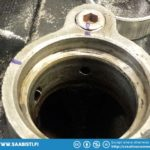 Marking the position of the camshaft end bearing oil channels.