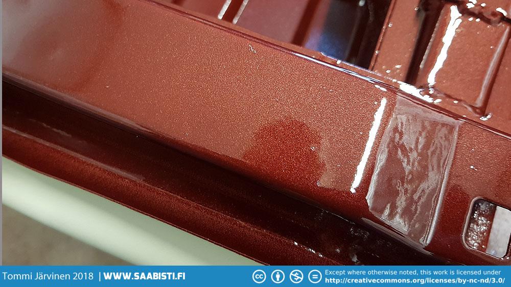 Closeup of the metal flake.