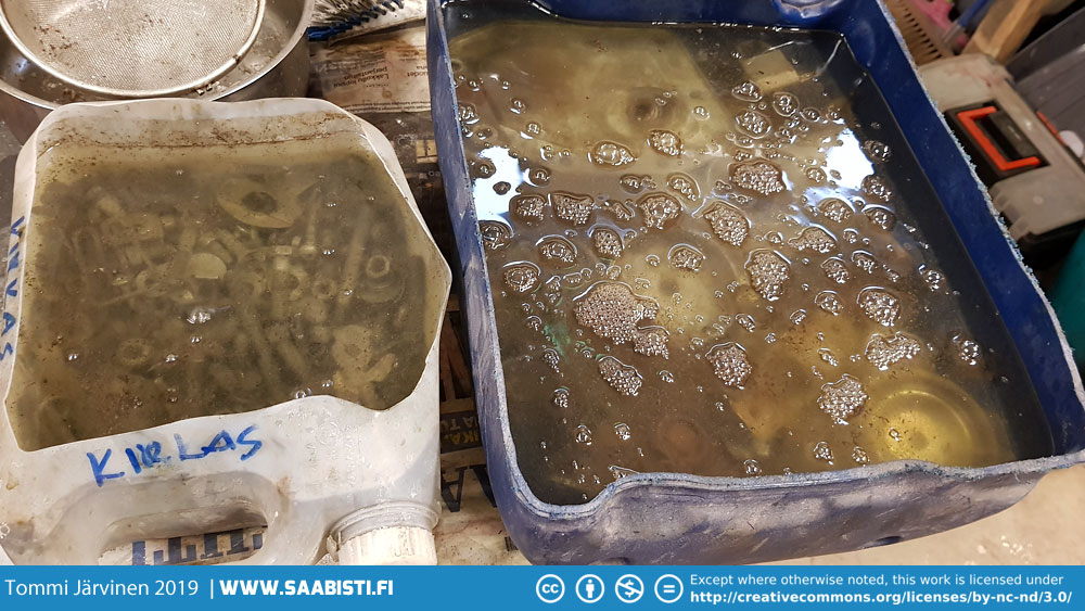 Parts in citric acid bath