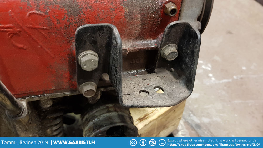 Detail photo of bolts used on the engine mount