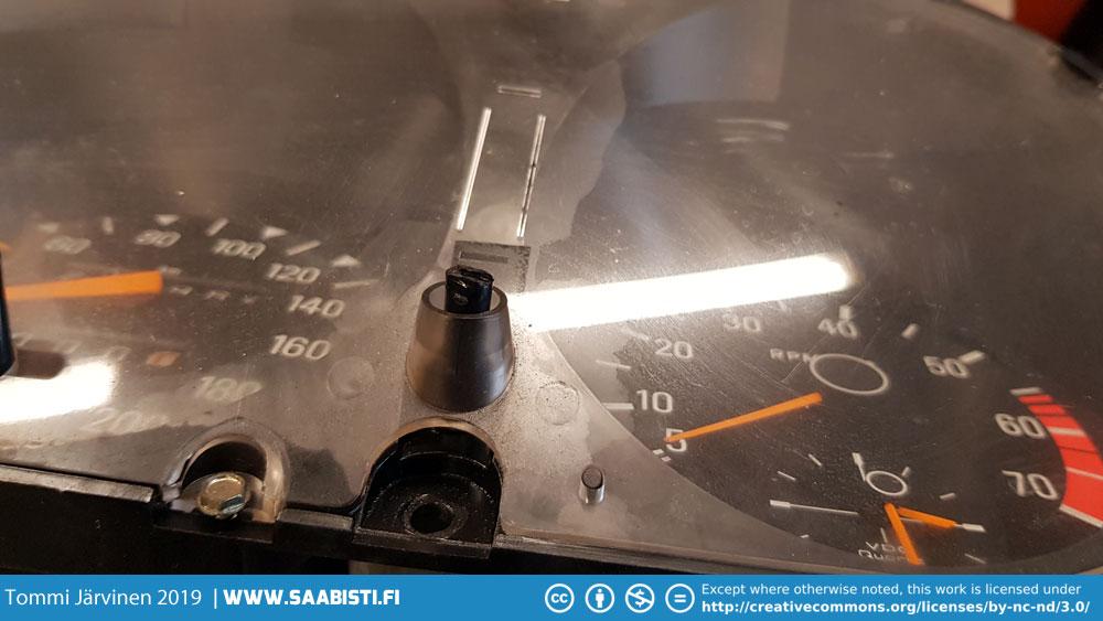 A broken clock adjustment knob.